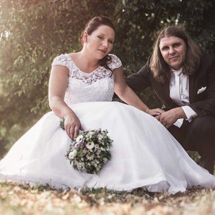 svatební make-up a účes